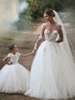 Amazing Ball Gown Scoop Neck Tulle Chapel Train Appliques Lace Long Sleeve Wedding Dress in UK