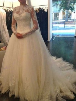 Ball Gown Scalloped Neck Lace Tulle Chapel Train Beading Wedding Dresses in UK