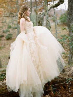 A-line Scoop Neck Tulle Sweep Train Appliques Lace New Arrival Wedding Dresses in UK