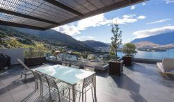 3 Bedroom Holiday Apartments with Spa Pool in Queenstown, New Zealand